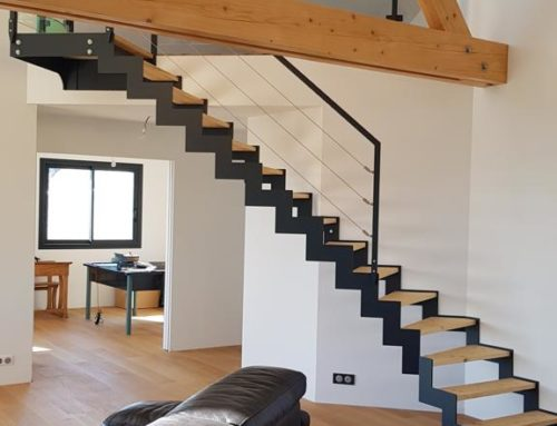 Escaliers-escalier acier + bois + verre
